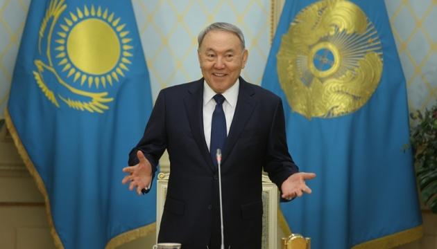 Казахським міністрам заборонили російську на роботі
