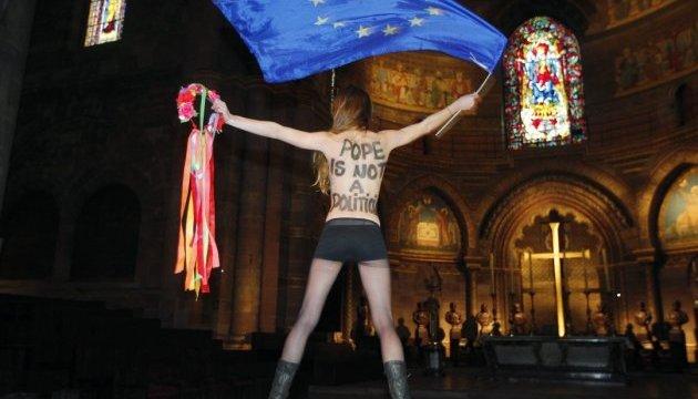 Femen втратило силу та ідею, переїхавши до Франції - автор «Історії зради»