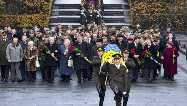 У 73 річницю звільнення України від нацистів Порошенко вшанував пам'ять загиблих