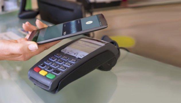 З наступного місяця в Україні запрацює сервіс безконтактної оплати Android Pay