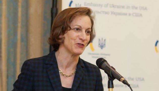 Anne Applebaum en Kyiv presenta su libro sobre el Holodomor