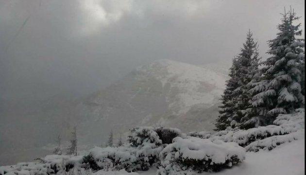 Karpaten unter Schnee. Fotos