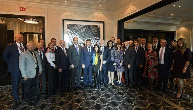 Гройсман зустрівся з українською громадою в Торонто