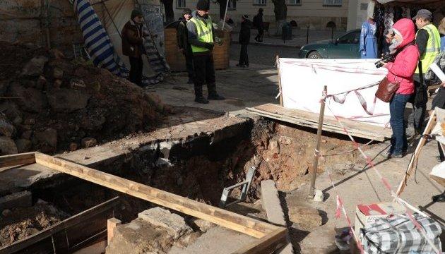 Мури резиденції Лева Галицького розкопали археологи у центрі Львова