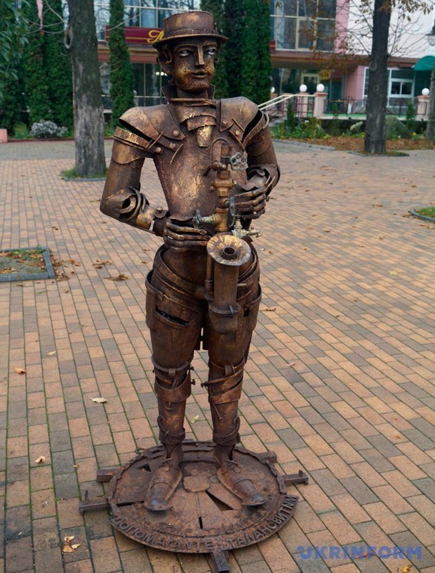 Мобільні ковані скульптури В'ячеслава Пастернака