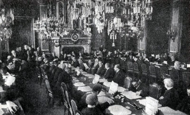 Паризька мирна конференція 1919—1920 — міжнародна конференція, скликана державами-переможницями для вироблення і підписання умов з переможеними державами у Першій світовій війні 1914—1918 рр.