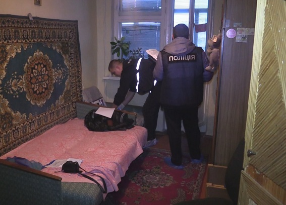 Сножом вгруди: 15-летнюю киевлянку отыскали мертвой вквартире