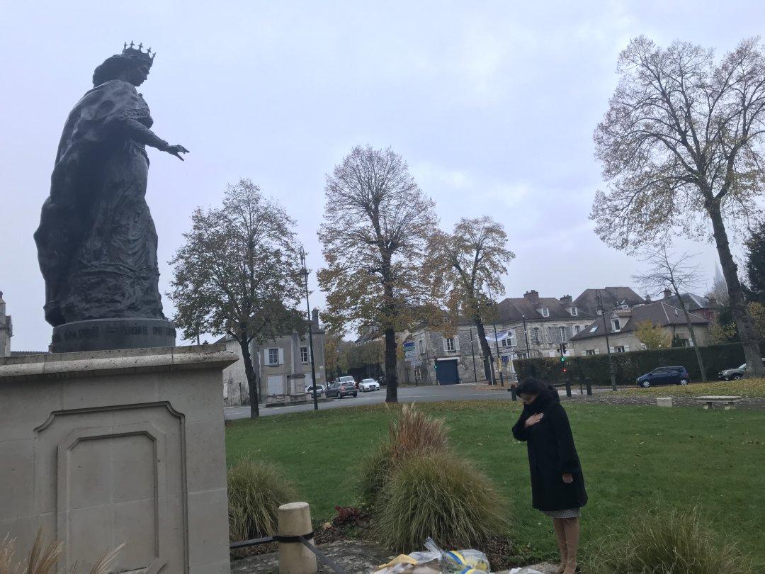 Віце-прем'єр-міністр Іванна Климпуш-Цинцадзе біля пам'ятника Анні Київській