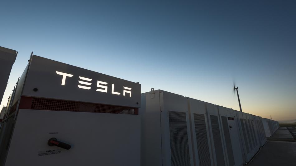 Вглобальной сети появилось первое видео сразгоном электрогрузовика Tesla Semi
