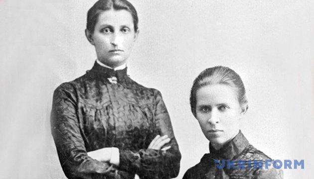 Ольга Кобилянська (ліворуч) і Леся Українка, фото 1901 року
