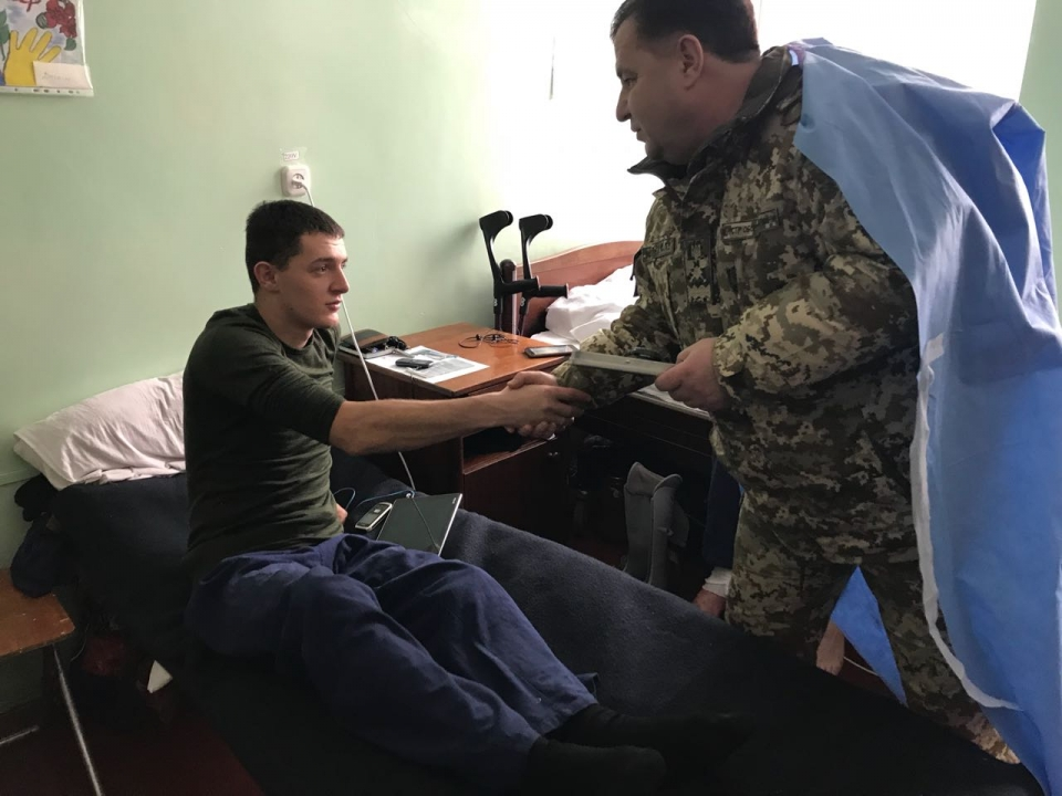 Полторак пообщался с бойцом, который принимал участие в боевых действиях вблизи Крымского - Цензор.НЕТ 75