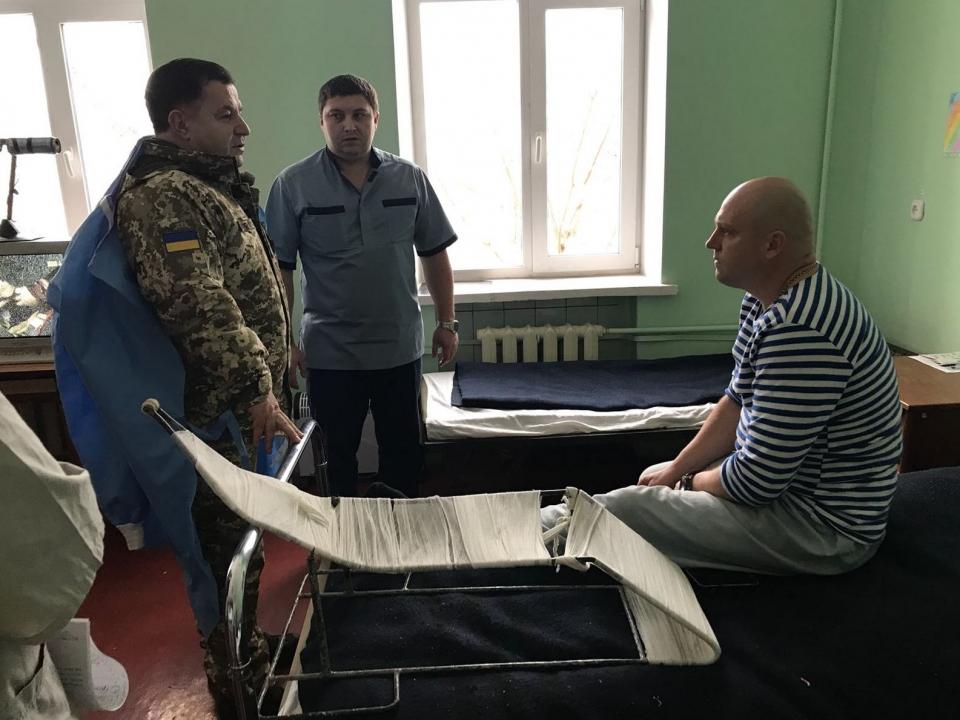 Полторак пообщался с бойцом, который принимал участие в боевых действиях вблизи Крымского - Цензор.НЕТ 9703