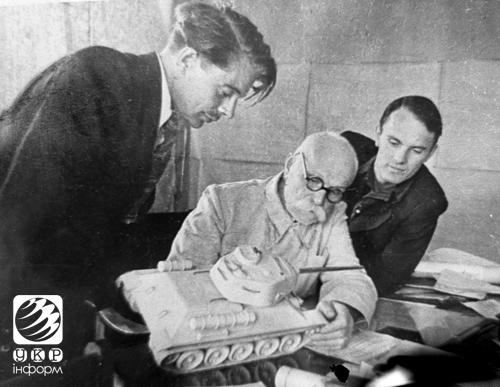 Євген Оскарович із синами Володимиром та Борисом