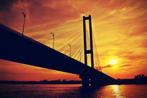 В Киеве ночью ограничат движение на Южном мосту