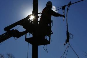 В Донецкой области восстанавливают электроснабжение прифронтовых Майского и Гладосово