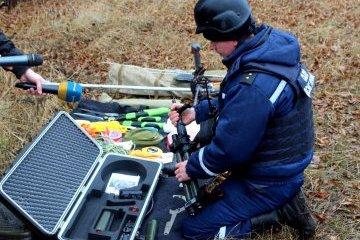乌克兰士兵对顿涅茨克州南方村周边地区进行了排雷