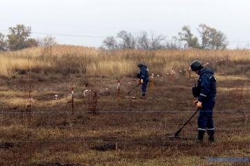 ウクライナ東部被占領地の地雷除去には30年かかる=副首相