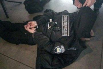 Un citoyen russe déguisé en agent de Police a été arrêté à Kiev en possession de cocktails Molotov (photos)
