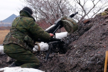 Окупанти з гранатометів обстріляли селище на Донбасі, поранена місцева жителька