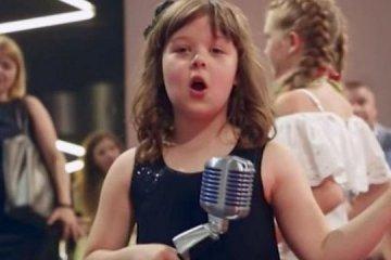 Une petite Ukrainienne atteinte d'autisme a chanté Edith Piaf lors du concours de la chanson (vidéo)