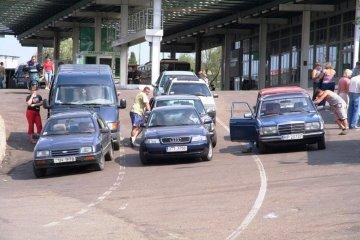 Не лише «євробляхи»: експерт каже, що закон має вирішити проблему вживаних авто для всіх