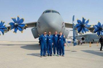 La empresa Antónov muestras sus aviones en Dubai Air Show (Fotos)