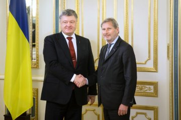 Hahn asegura que la UE está lista para continuar ayudando a Ucrania a implementar reformas