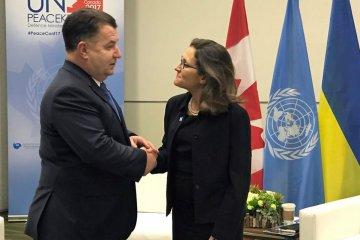 Poltorak discute con Freeland la misión de paz de la ONU para el Donbás