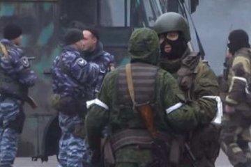 La révolte contre le chef de la LNR : des hommes armés bloquent le centre de Lougansk