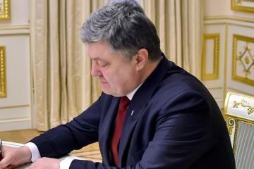 Poroshenko firma enmiendas al presupuesto 2017