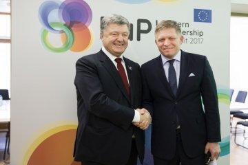 Poroshenko, Fico discuss gas transportation to Ukraine through Slovakia