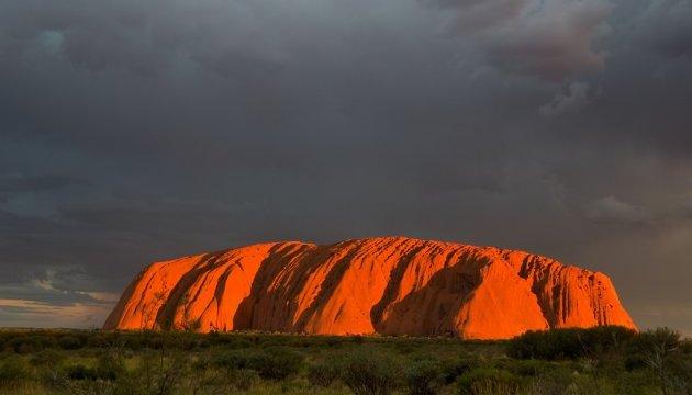 В Австралії для туристів закриють всесвітньо відому скелю Улуру