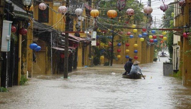 """Тайфун """"Дамрі"""" у В'єтнамі: кількість жертв зросла до 27"""