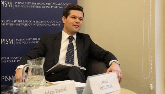 Помічник держсекретаря США розпочинає візит до України