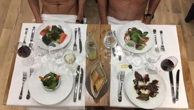 У Парижі відкрили ресторан для нудистів