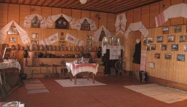 Уникальную селянскую хату конца XIX века покажут туристам на Харьковщине