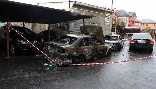 Вночі на одеських стоянках згоріли 18 авто