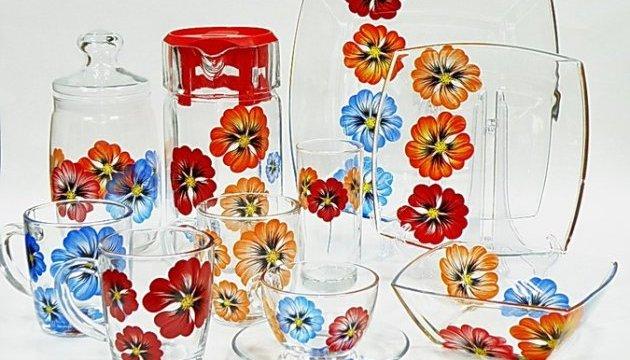 Учені попереджають про небезпеку скляного посуду з малюнками