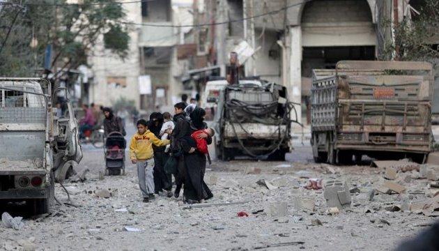 Силы Асада нанесли более 300 ударов по пригороду Дамаска, есть жертвы