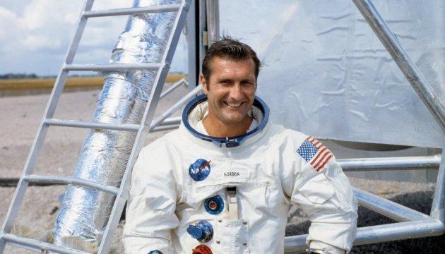 Помер астронавт Річард Гордон, який облетів навколо Місяця