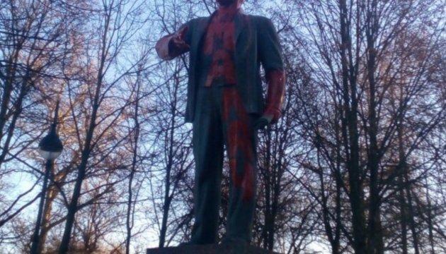 """У Петербурзі пам'ятник Леніну """"почервонів"""""""