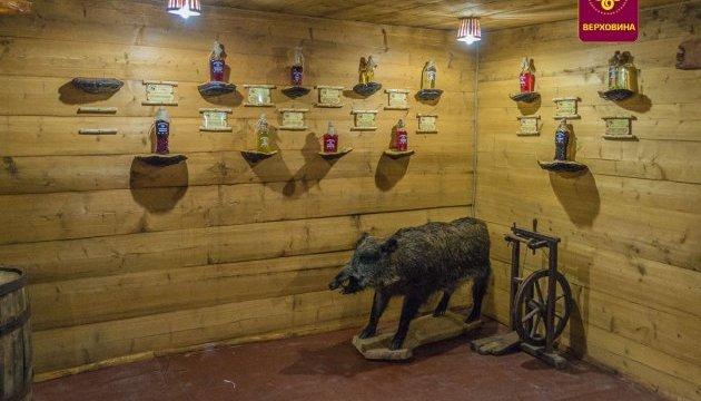 Загадкові гуцульські настоянки стали експонатами музею на Прикарпатті
