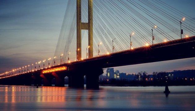 Рух Південним мостом у Києві частково обмежать майже на місяць