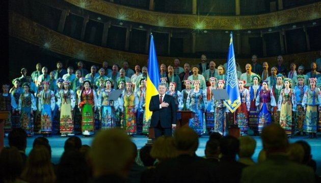 Порошенко подякував колективу Нацопери за концерти в зоні АТО