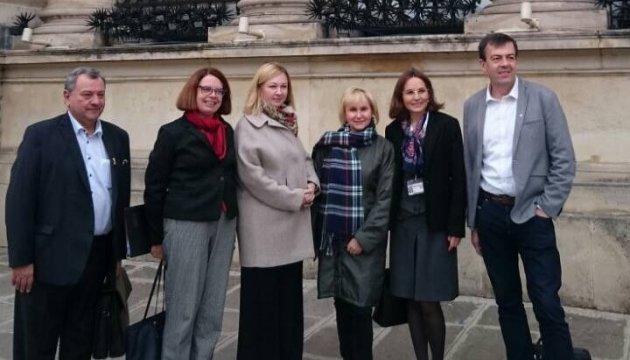 Дружина Сущенка зустрілася з французькими парламентаріями