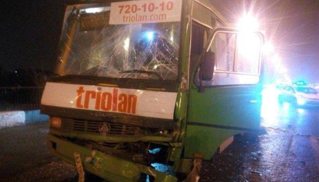 У Харкові зіштовхнулися дві маршрутки: постраждали діти