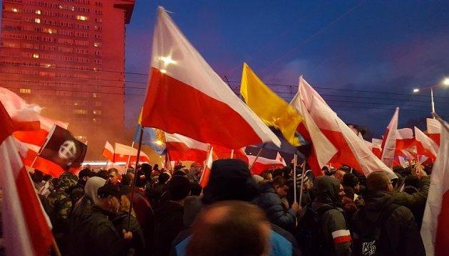"""Националисты маршируют по Варшаве: """"троянский конь"""" для Качиньского"""