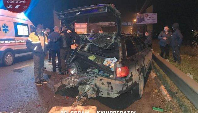 У Києві Daewoo втиснув людей у авто, четверо постраждалих