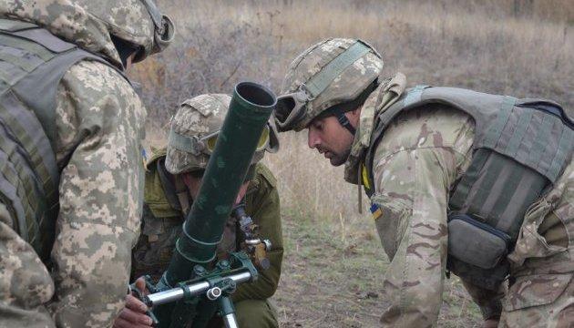 Екстремальні стрільби: десантники тренуються серед вибухів і диму