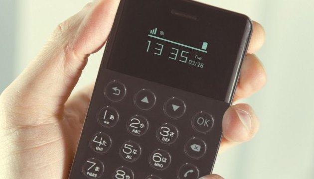 Японці запустили в продаж найкрихітніший смартфон